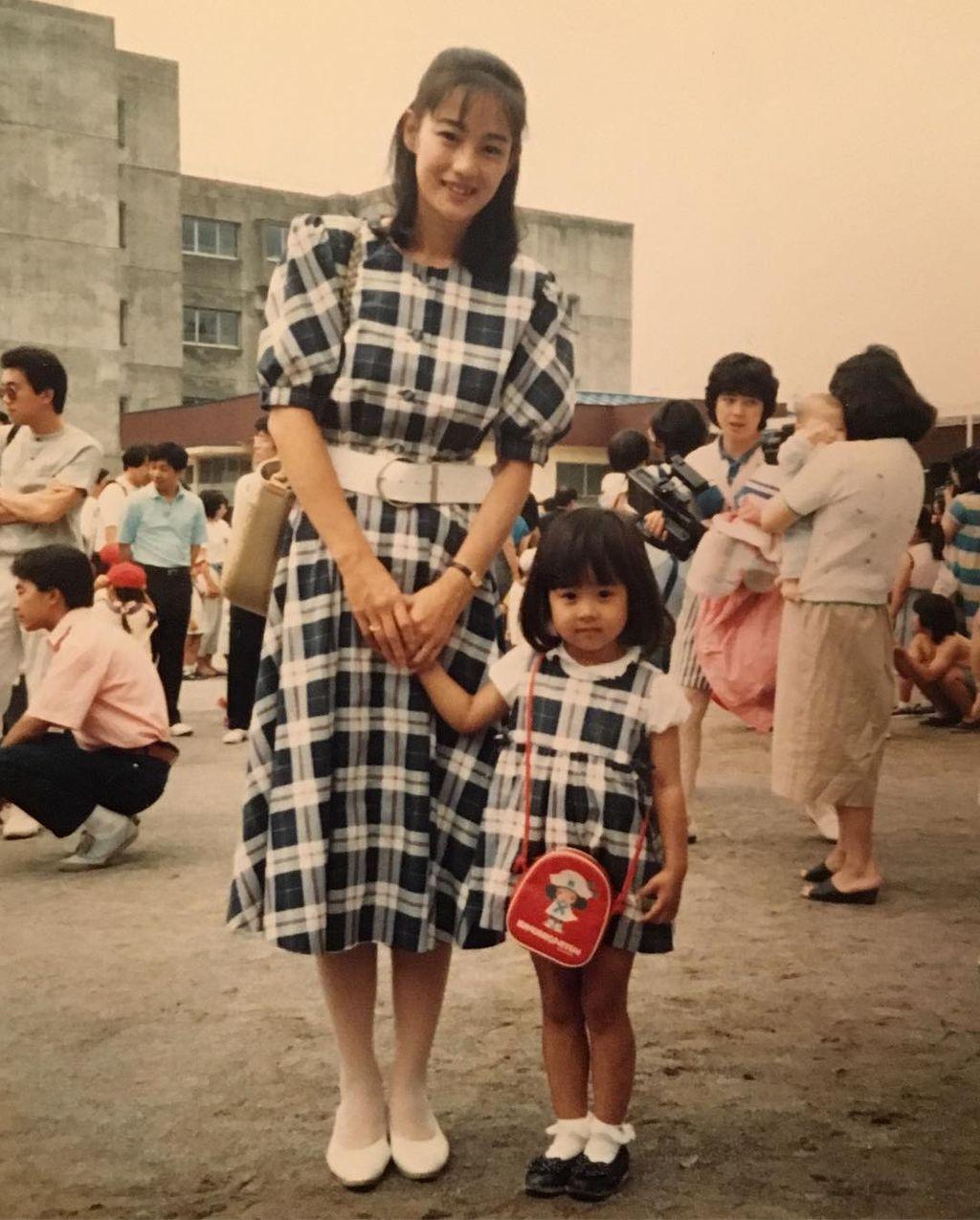 【芸能】加藤綾子、美人母との幼少期2ショットを公開「DNAってすごい」「今のカトパンにそっくり」の声