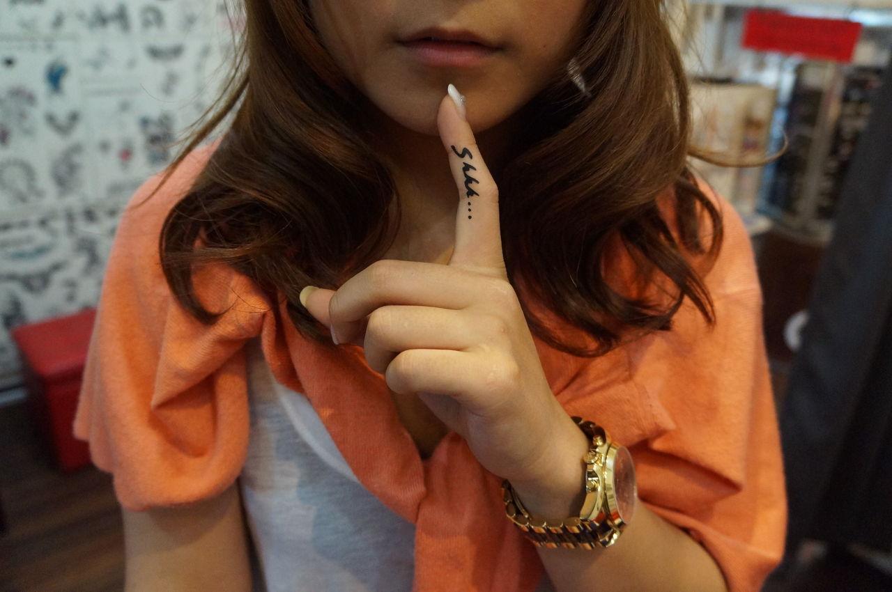DSC02108 リアーナの指のshhh..のタトゥーボディーアートしましたw指を立てたら...