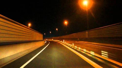 深夜に高速