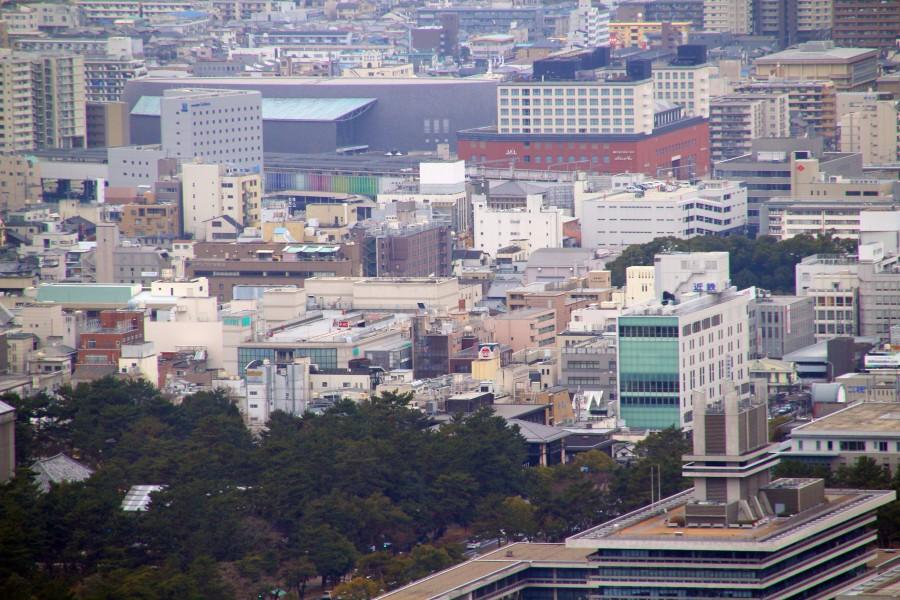 辺りの遠望(左)。JR・近鉄奈良 ...