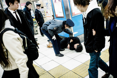 drunk-japanese-photography-lee-chapman-16-59c0c52404cb6__880