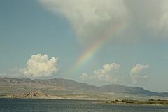 マラトヤのダム湖で虹を見る。