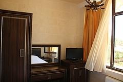 MIDYAT郊外のスリヤーニ地区のホテル