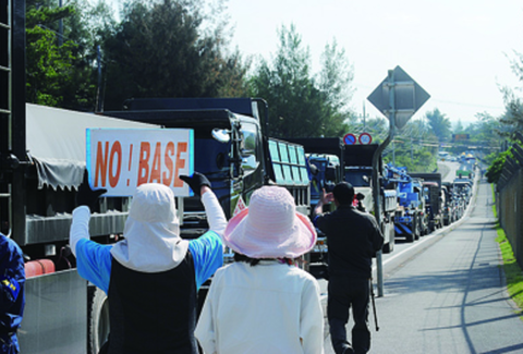 サヨクが道路占拠し国道が大渋滞「迷惑だ!」辺野古住民が苦情訴え
