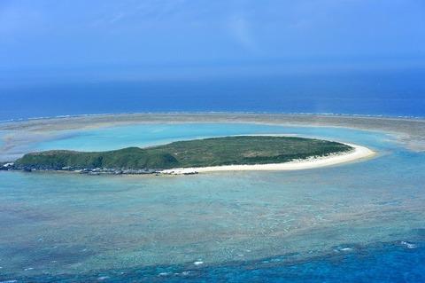 沖縄タイムス「無人島(米軍管理)に米軍ヘリが駐機!村人(共産党員)が怯えています」
