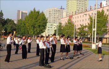 160601平壌の学生たち
