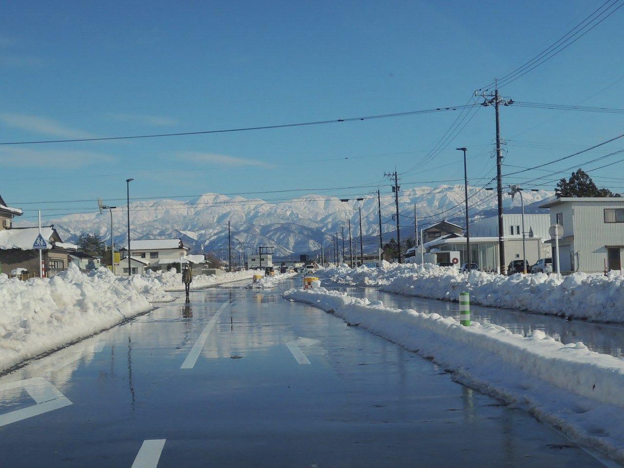 黒部市の中心部で雪が多かった: 『越ノ国』より