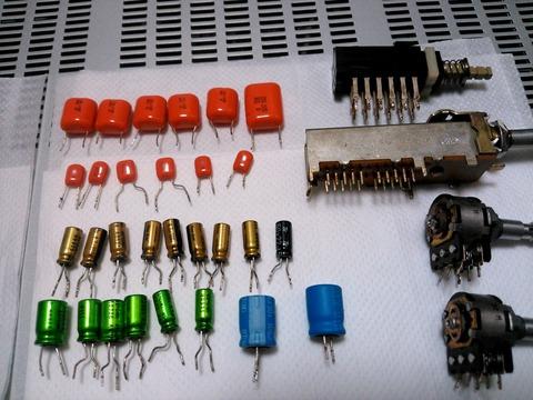メイン基板等から部品取りの電解コン、フィルムコン等_0066
