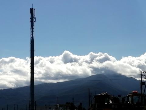 携帯アンテナ塔と手稲山送信所_20210918