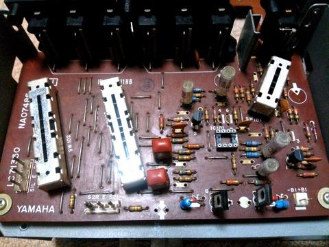部品取り後のA-6 PhonoEQ基板_0061