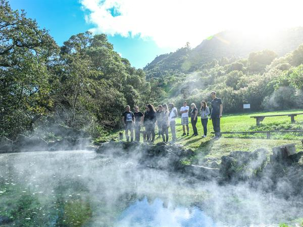 20180606104238manupirua-hot-pool-mokoia-magic