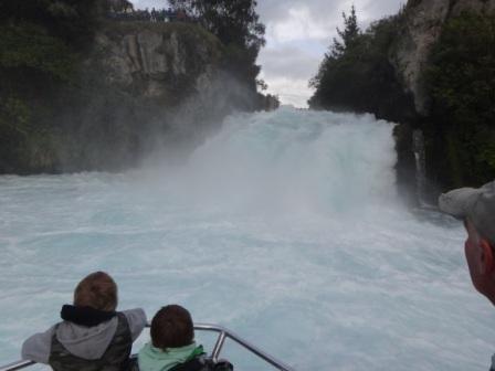Huka fall cruise2
