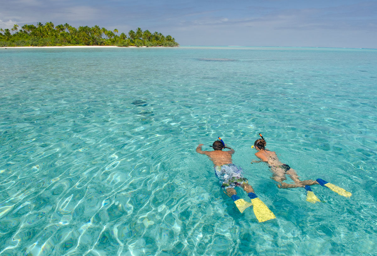 Aitutaki-Day-Tour-The-Vaka-Cruise-snorkelling2