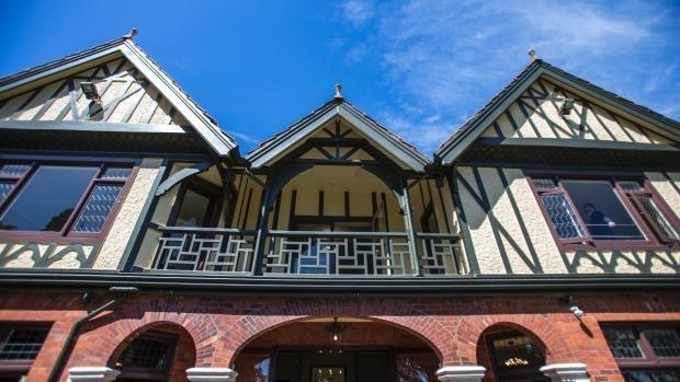 Historic Mona Vale homestead re