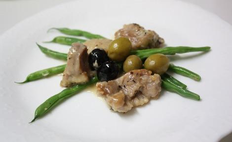 鶏肉のオリーヴ煮