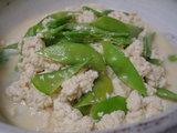 お豆腐と絹さやの炒め煮