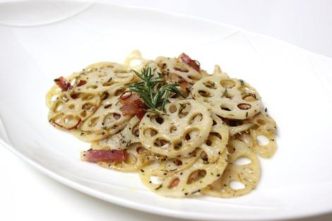 蓮根のアーリオ・オーリオ、ローズマリー風味