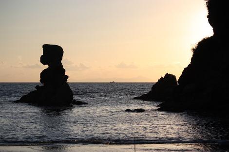 夕暮れの人形岩