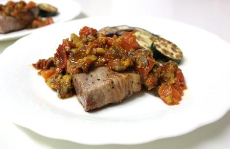 豚肉のプッタネスカ・ソース