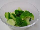 きゅうりとブロッコリのサラダ