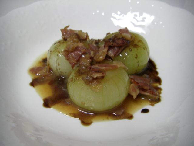 プチ・オニオンの白ワイン煮バルサミコ・ソース