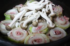 白菜と豚薄切り肉のお鍋-1