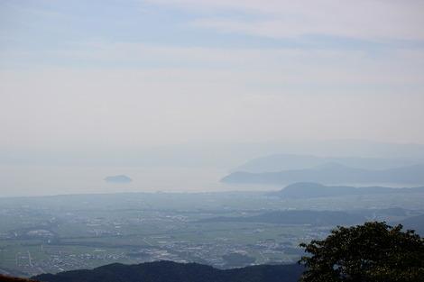 伊吹山から竹生島を望む