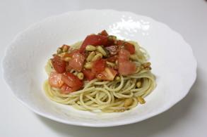 トマトと松の実のパスタ、ペスト・ジェノベーゼ