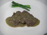 薄切り牛肉のブルー・チーズとバルサミコ・ジャムのソース