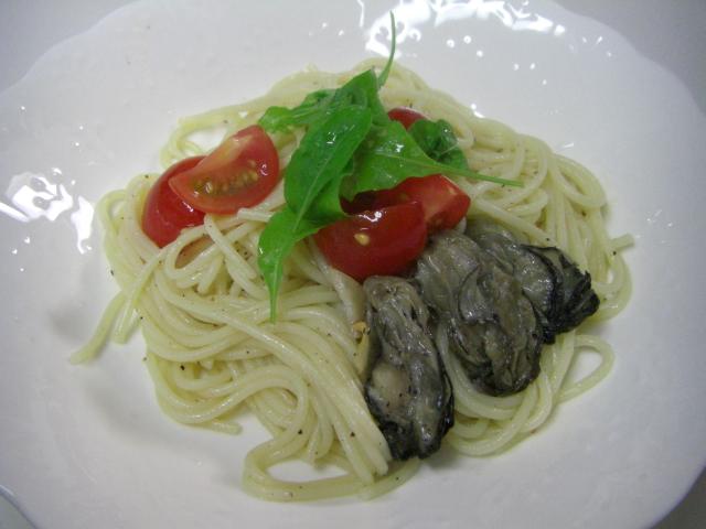 蒸し牡蠣とトマトのパスタ