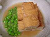 厚揚げとグリーンピースの煮物