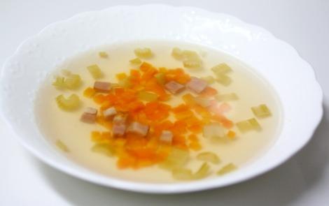フルーツと野菜のスープ