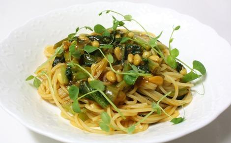 小松菜と松の実のパスタ