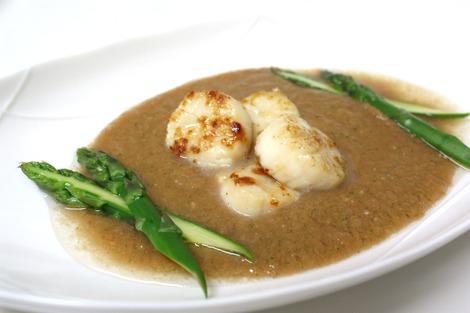 帆立のソテーのガスパチョ・スープ