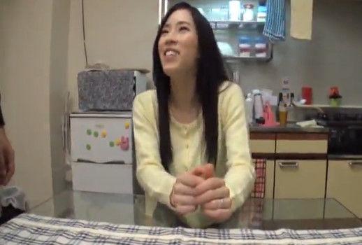 【熟女・人妻のナンパ動画】大阪の人妻にアンケートナンパ!「タコ焼き器ってありますか?」そのままAV出演講習をする悪徳プロダクション