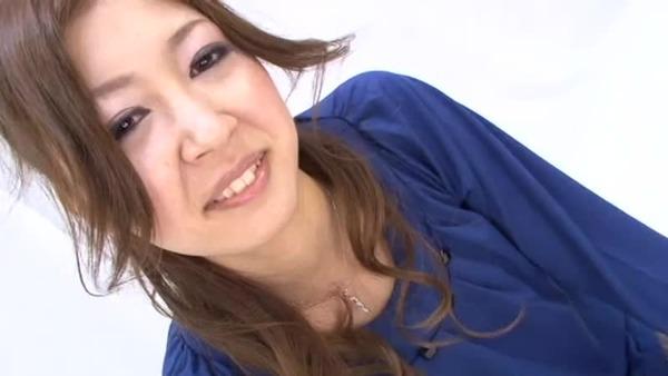 【初脱ぎ 可愛い】ロリの美人のH無料動画。【NTR/人妻/素人】ロリ可愛い新婚の美人おばさんが初脱ぎ初撮りのアダルトビデオ出演