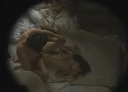 【アパート 覗き ヘンリー 動画】人妻の覗きH無料動画。安アパートは覗き放題!喘ぎ声が聞こえたらすかさずチェック!【ヘンリー塚本/熟年夫婦/人妻】