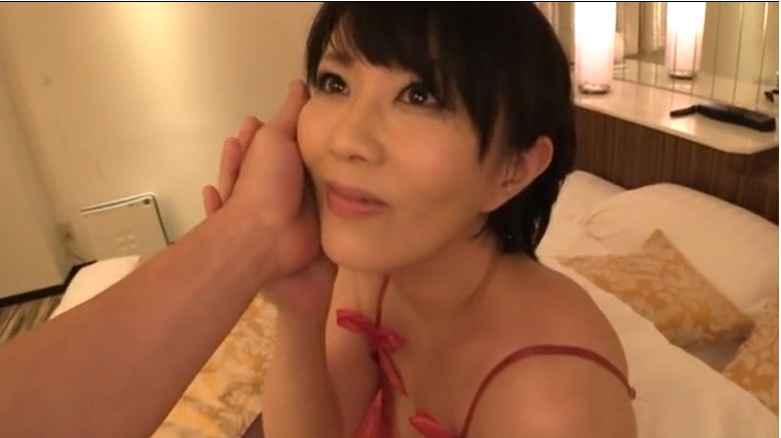 色っぽい四十路熟女のエッチな下着で不倫セックス 円城ひとみ