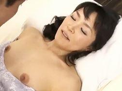 【五十路】若者の熱い精子を子宮で受け止めるオバさん