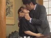 園崎美弥 美熟女が夫の部下に迫られ根負けセックスしてあげる!