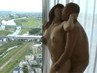 【ヘンリー塚本】熟年カップル高層ホテルから街を見下ろし情熱的不倫ファック!
