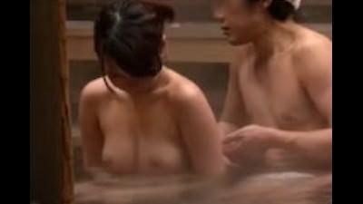 欲情した妻は遂に他人生チ○ポで絶頂を迎え…、膣から溢れでる他人精子 Part3