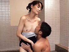 アラフォー妻が隣の息子がシャワー中にスク水着て乱入する 宮島優