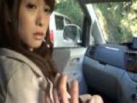 熟女動画 白石茉莉奈 美人な人妻がドライブ中に手こきしてくれる