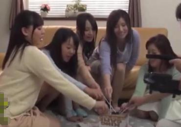 ママ友奥さんたちと王様ゲームしてたら生パコ生中出しのハーレム筆おろしSEXに発展!