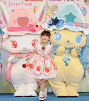 芦田愛菜「ジュエルペット」マーナ姫の衣裳でニッコリ!主題歌も披露!