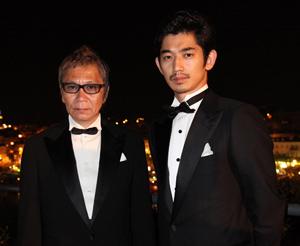 映画『一命』の三池監督(左)と瑛太、カンヌ映画祭にて。Photo by Kazuko WAKAYAMA
