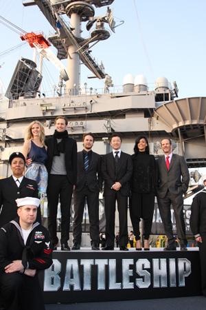 米航空母艦ジョージ・ワシントンで映画『バトルシップ』来日会見