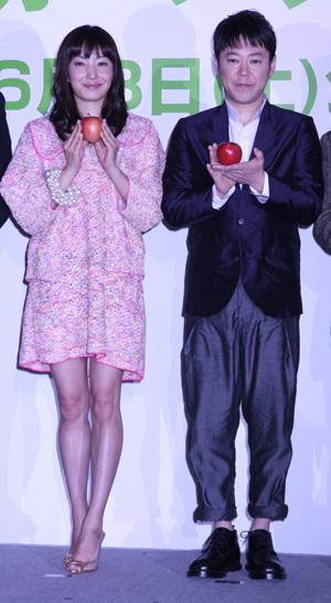 菅野美穂、阿部ダダヲ主演『奇跡のリンゴ』完成会見で無敵の夫婦宣言?!