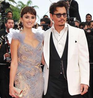 カンヌ映画祭でのペネロペ・クルス(左)とジョニー・デップ